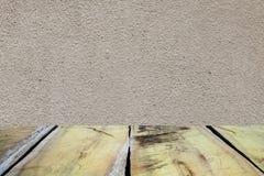 Stara drewniana podłoga na cement ściany teksturze dla tła Zdjęcia Royalty Free