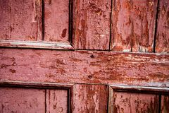 Stara drewniana powierzchnia z krakingową różową farbą Zdjęcie Royalty Free