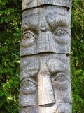 Stara drewniana rzeźba - twarze, Lithuania obrazy royalty free