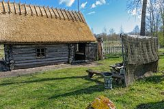 Stara drewniana sauna beli kabina z pokrywającym strzechą dachem Hiiumaa wyspa, E Zdjęcia Stock