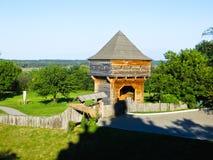 Stara drewniana wieża obserwacyjna w wiosce Subotiv Zdjęcia Stock