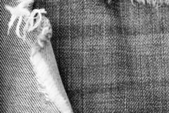 Stara drzejąca cajg tekstura, tło i czarny white obraz stock