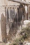 Stara drzwi domu jama obraz stock