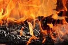 Stara dykta pięknie pali w ogieniu z formacją tekstura popiół Obraz Royalty Free