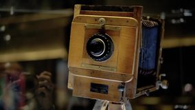 Stara ekranowa kamera i film jeste?my na stole zbiory