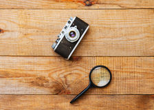 Stara ekranowa kamera i powiększać - szkło fotografia royalty free