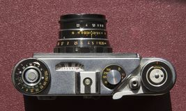 Stara ekranowa kamera na stole obraz royalty free