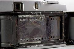 Stara ekranowa kamera tonąca w wodzie morskiej Obrazy Stock