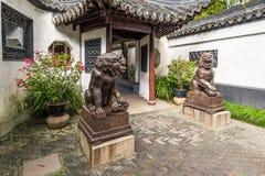 Stara żelazna lew statua w Yuyuan ogródzie, Szanghaj Zdjęcia Royalty Free