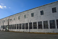 Stara fabryka z brudnym łamającym szkłem Obraz Royalty Free