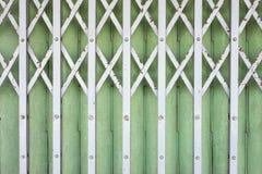 Stara falcowanie metalu drzwiowa brama - rocznika sty (Stalowa Toczna żaluzja) obrazy royalty free