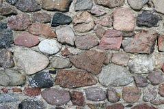 Stara fieldstone ściana śródpolne skały Pełny ramowy tło obrazy royalty free