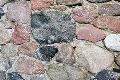 Stara fieldstone ściana śródpolne skały Pełny ramowy tło obraz royalty free