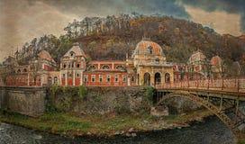 Stara fotografia z zaniechanymi budynkami w Rumuńskim zdroju miasteczku Herc Zdjęcie Royalty Free