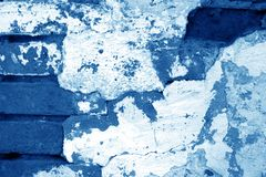 Stara grungy ściany z cegieł tekstura w marynarki wojennej błękita brzmieniu zdjęcia stock