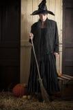 Stara Halloween czarownica z miotłą i banią Obrazy Royalty Free