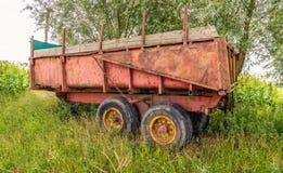 Stara i ośniedziała rolna przyczepa Fotografia Royalty Free