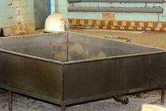 Stara i ośniedziała wielka pojemność dla serowej produkci zdjęcie royalty free