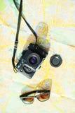 Stara kamera i okulary przeciwsłoneczni Obrazy Royalty Free