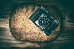 Stara kamera na korkowym ochraniaczu zdjęcie stock