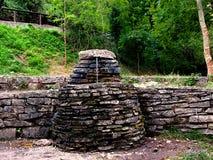 Stara kamienna fontanna w parku Zdjęcia Royalty Free