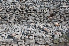 Stara kamienna sucha ściana jako tło marmur polerował kamienia powierzchni teksturę Suszy stertę, tradycyjna budowa zdjęcia stock