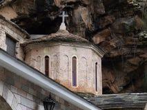 Stara kaplica w skałach obraz stock