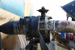 Stara klapa lub brudna klapa w brudnej robocie, Brudna klapa w nafcianej przeniesienie staci Fotografia Stock