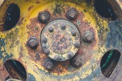 Stara koło ciężarówka retro fotografia stock