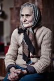 Stara kobieta indoors Zdjęcie Royalty Free