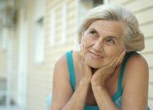 Stara kobieta na spacerze fotografia stock