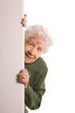 Stara kobieta szpiedzy obraz stock