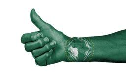 Stara kobieta z artretyzmem daje aprobatom podpisuje - afrykanina Uni Obrazy Stock