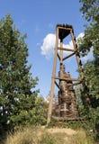 Stara Kozacka drewniana wieża obserwacyjna na wzgórzu wśród lasu Zdjęcie Royalty Free