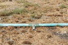 Stara krekingowa błękit drymba na ziemi Fotografia Stock
