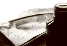 Stara książka i inkpot Zdjęcie Stock