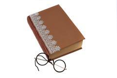 Stara książka i roczników round czytelniczy szkła obrazy stock