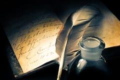 Stara książka z piórkiem Zdjęcie Royalty Free