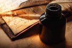 Stara książka z piórkowym piórem Zdjęcie Royalty Free