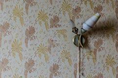 Stara lampa na ścianie obrazy stock