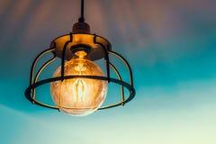 Stara lampa z round żarówką Fotografia Royalty Free