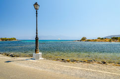 Stara latarnia uliczna blisko drogi w Aghios Nikolaos Obraz Royalty Free