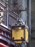 Stara latarnia uliczna przy Mont saint michel, Francja zdjęcia royalty free