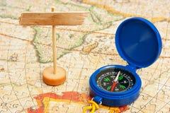 Stara mapa i kompas zdjęcie royalty free