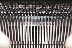 Stara maszyna do pisania i klucze zdjęcia stock