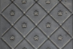 Stara metal brama zakrywająca z kwiecistym wzorem tło szczegółów tekstury okno stary drewniane Obrazy Royalty Free