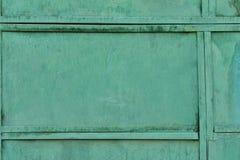 Stara metal tekstura pokrywająca z starą zieloną farbą obraz royalty free