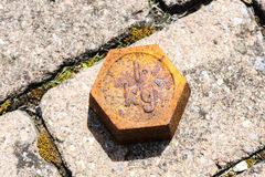 Stara miedziana ciężar masa na podłoga Obraz Stock