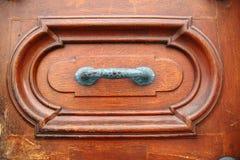 Stara mosiężna drzwiowa rękojeść obrazy stock