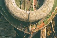 Stara motorowa łódź przy molem zdjęcie royalty free